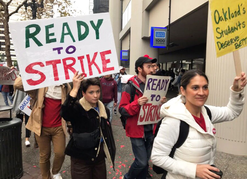 photo of strikers in Oakland